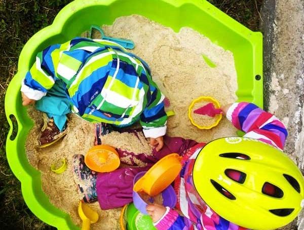 5 id es d 39 activit s d 39 ext rieur faire sous la pluie avec les enfants. Black Bedroom Furniture Sets. Home Design Ideas