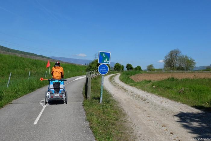 Tour-des-bauges-velo-famille-piste-cyclable