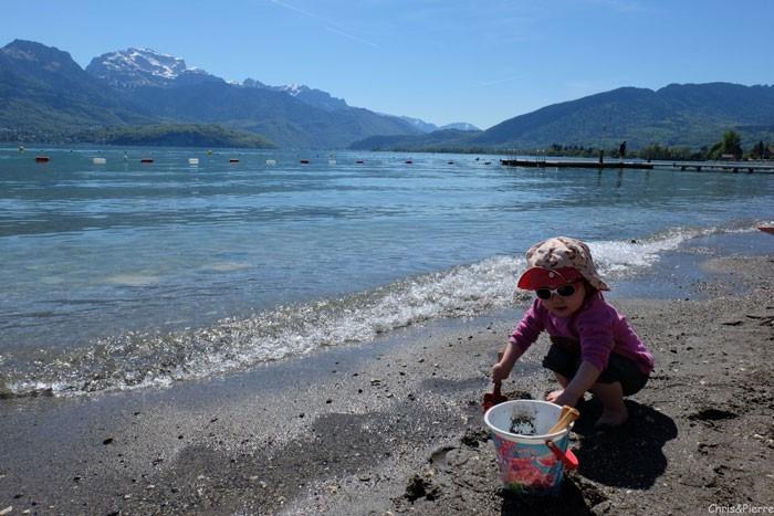 Tour-des-bauges-velo-famille-plage-lac-Annecy