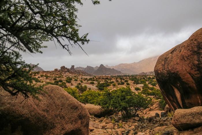 Voyage-famille-Maroc-anti-Atlas-granite-rouge-Tafraout