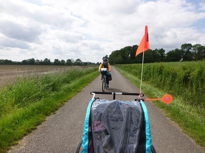 la voie verte est une véritable piste cyclable à travers champ, idéale pour rouler tranquille en  famille