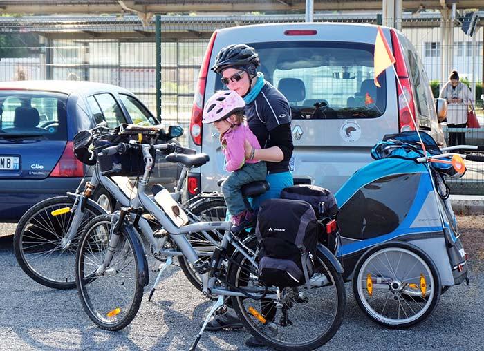 Arrivée de notre périple à vélo en famille devant la gare de Mâcon.