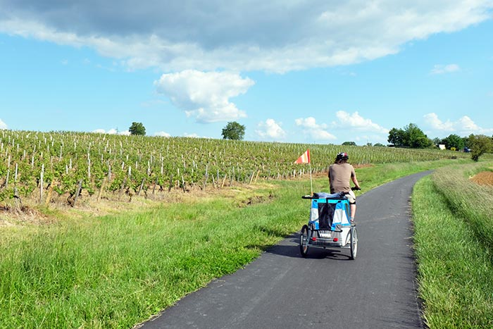 à vélo en famille dans le vignoble bourguignon