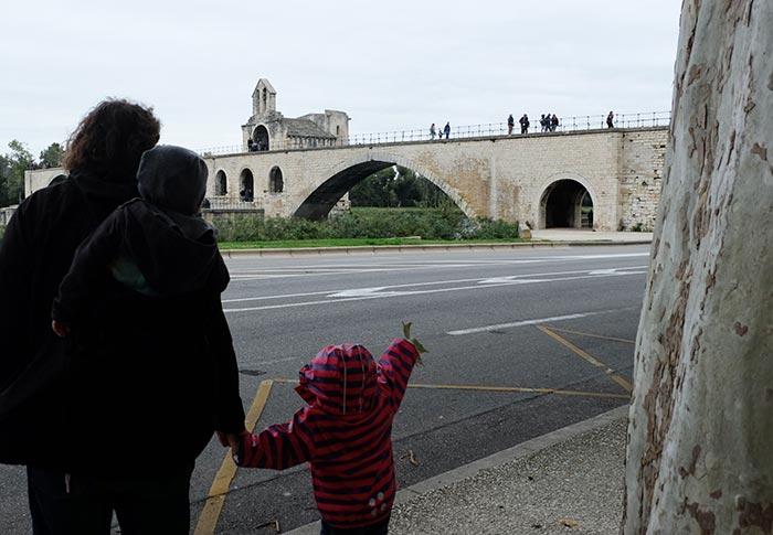 Vu sur le pont d'Avignon lors de la balade en famille