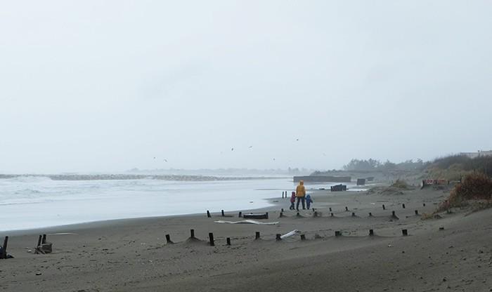 balade sur la plage en famille en cirée