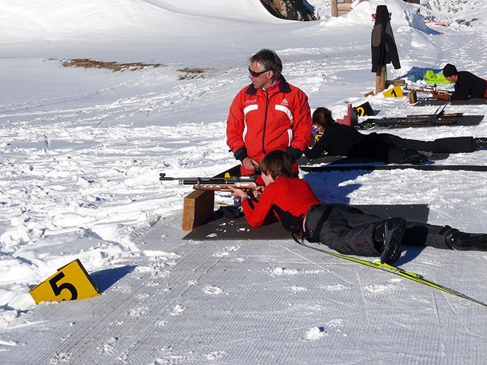 apprentissage du tir biathlon dans la station de Beille