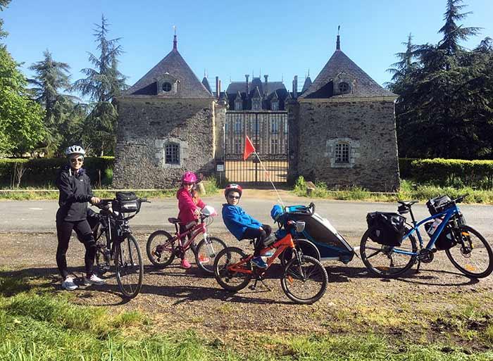portrait de famille sur le chemin proche d'Angers