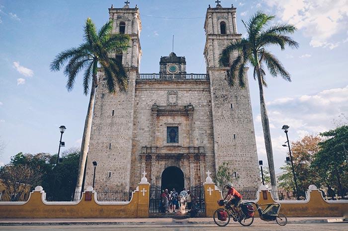 Road trip vélo avec la cariole à l'étranger