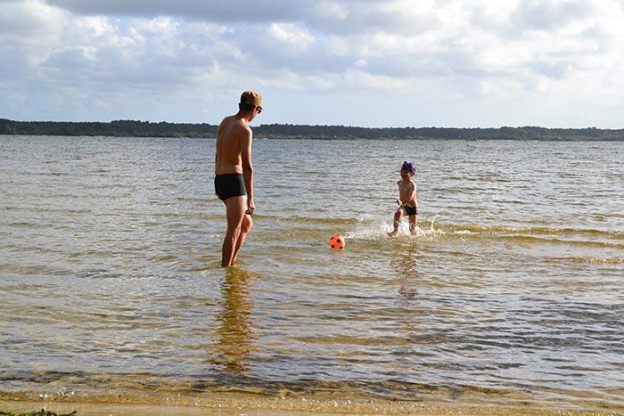 baignade dans le lac de Parentis en Born