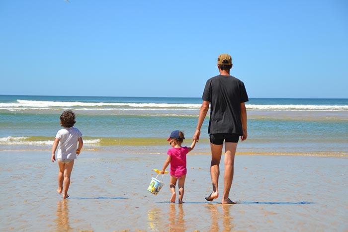 l'océan en famille à la plage de Lespécier