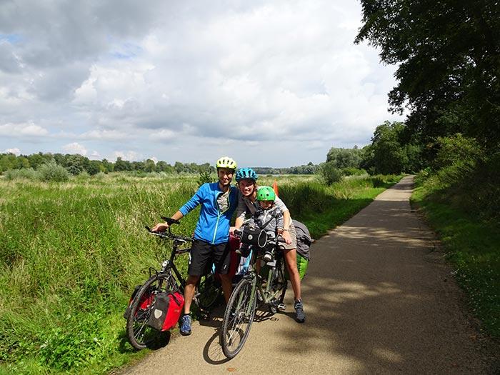 portait de famille sur la piste de la Loire à Vélo