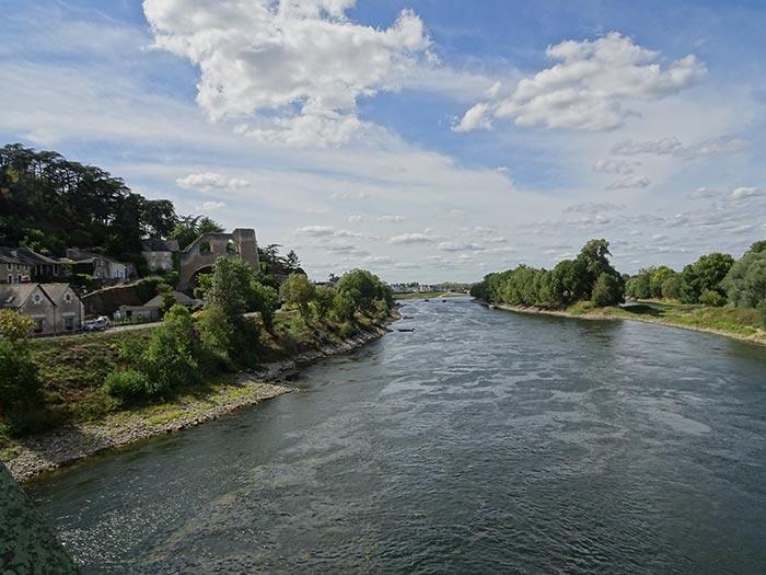 Vue sur la Loire et le village de Mauges-sur-Loire