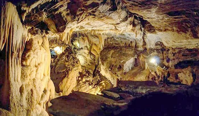 à l'intérieur de la grotte de Devèze dans le Tarn