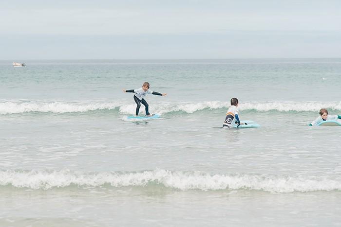 cours de surf pour les enfants en Bretagne