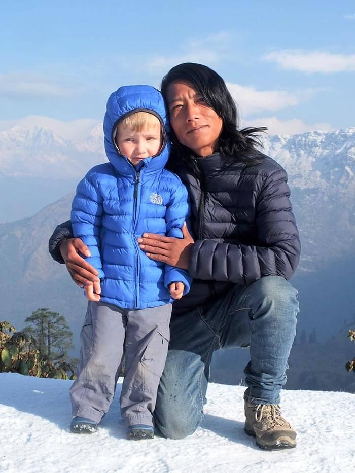 enfants et habitant d'un village au Népal