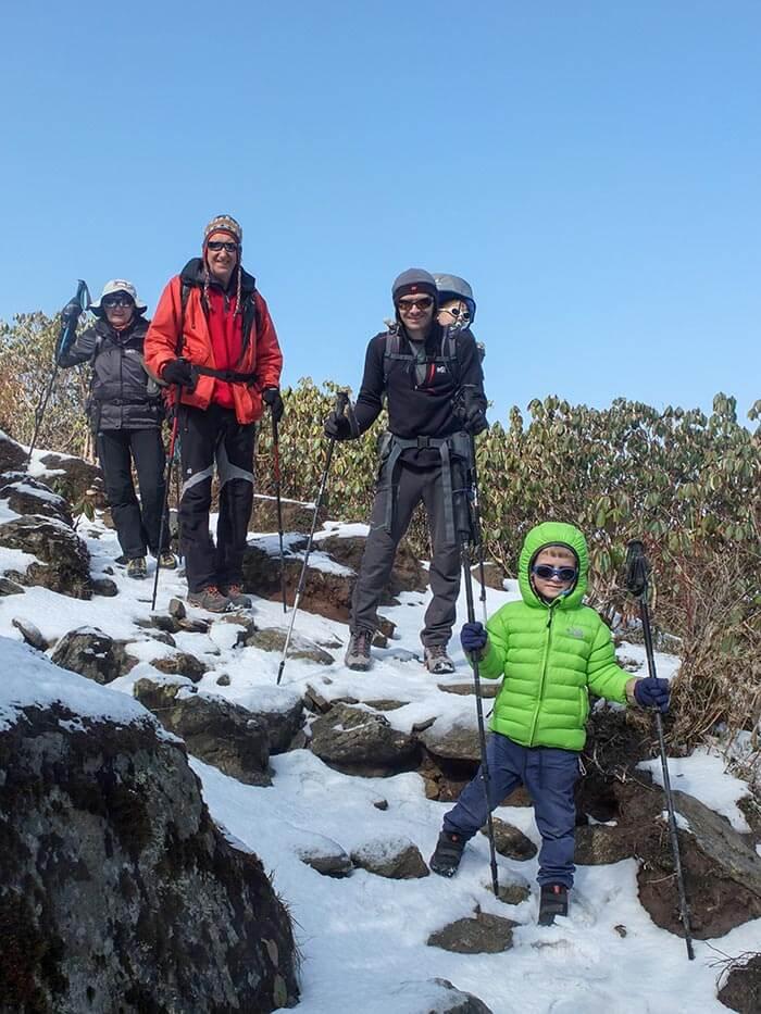 famille sur un trek au Népal