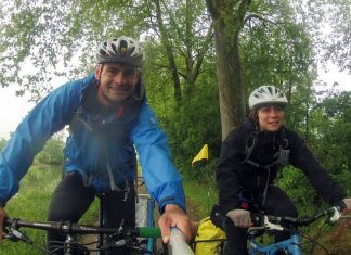 photo de david, sophie et yulian en road trip cyclo en famille au bord de la garonne