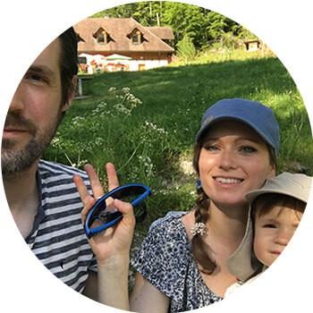 famille d'ambassadeurs des petits  baroudeurs avec papa, maman et bébé