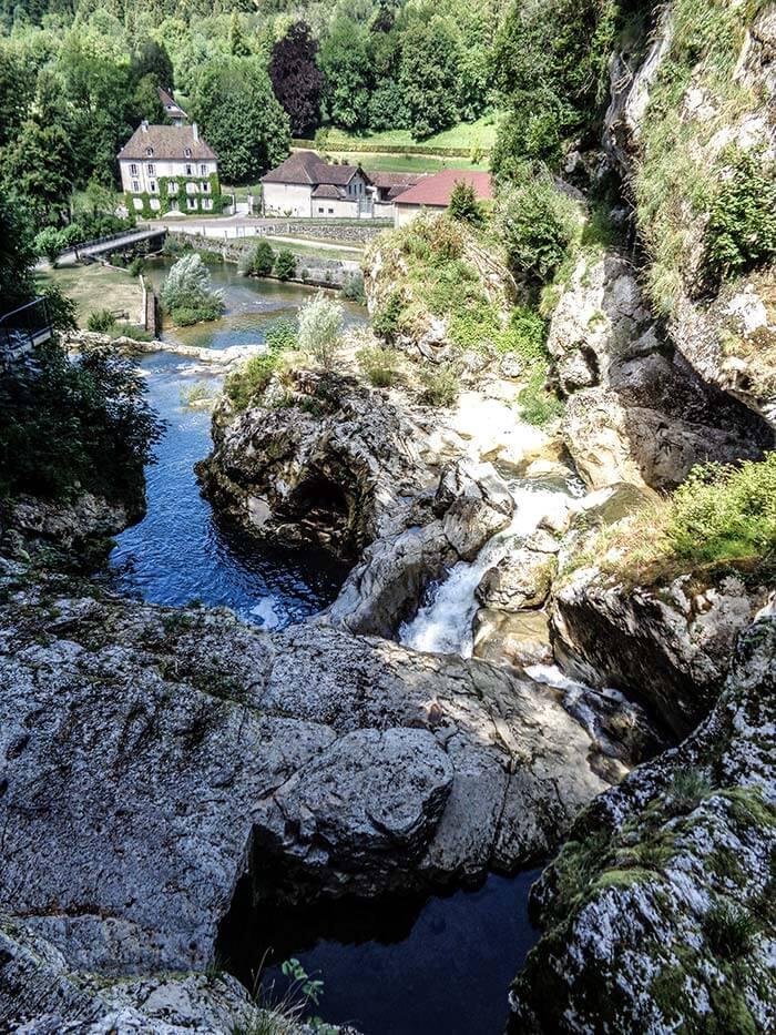 la rivière au niveau des pertes de l'ain