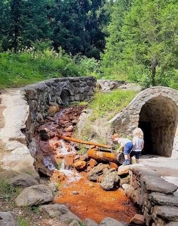 enfant randonnée balade dents du midi rivière ocre