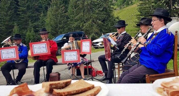 dégustation spécialités dent du midi orchestre Alpenmusic suisse