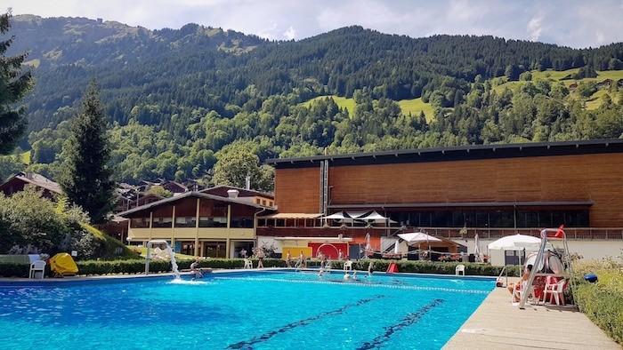 Photo piscine complexe sportif le palladium champery suisse dents du midi