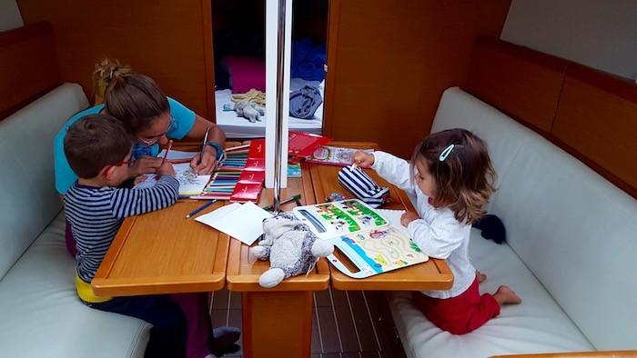 Famille activité sur un bateau