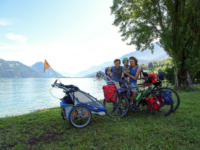 Suisse à vélo en famille lac paysage