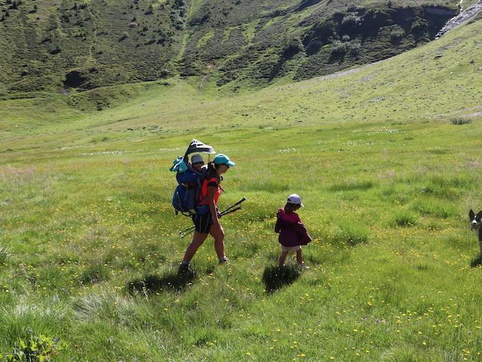 famille complète en randonnée