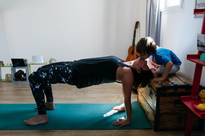 Posture yoga parent / enfant