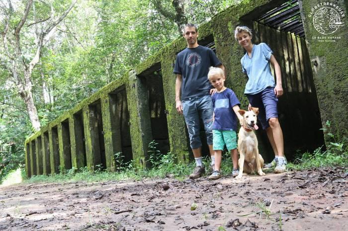 Famille en Guyane dans la forêt