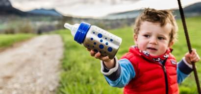 Chauffe-biberon nomade : 3 solutions pour un repas chaud