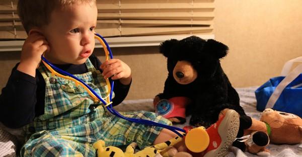 Trousse de secours pour bébé en voyage : comment bien choisir les indispensables ?
