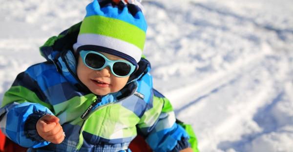 Habiller bébé pour le ski : nos 5 conseils clé