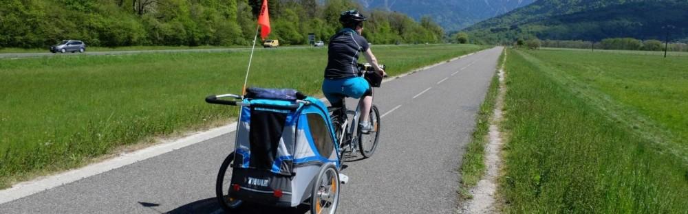 Tour du massif des Bauges à vélo et remorque enfant