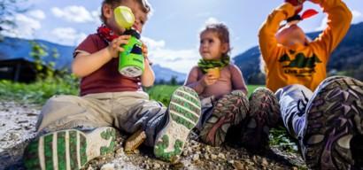 Coup de chaud enfant, insolation enfant, déshydratation : symptomes et traitement.