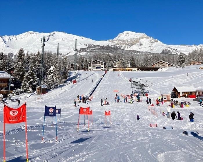 apprendre à skier à un enfant