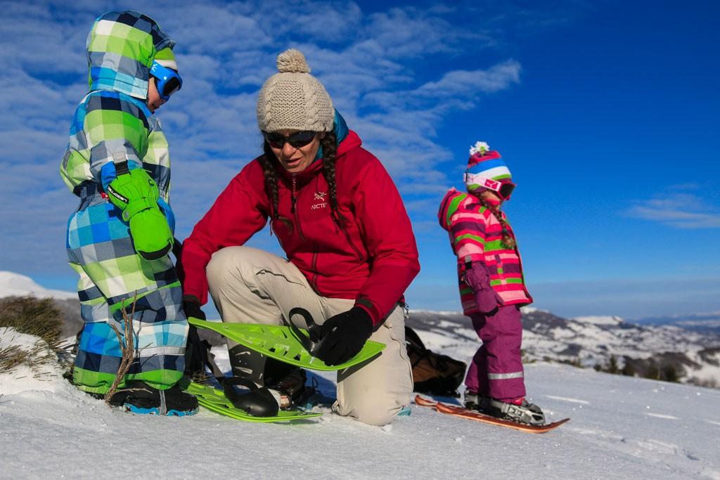 enfants-equipements-raquettes-a-neige
