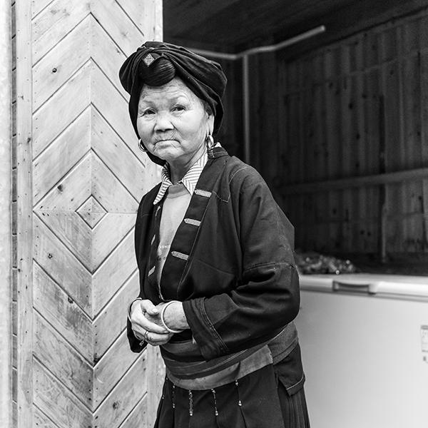 Femme Yao en tenue traditionnelle