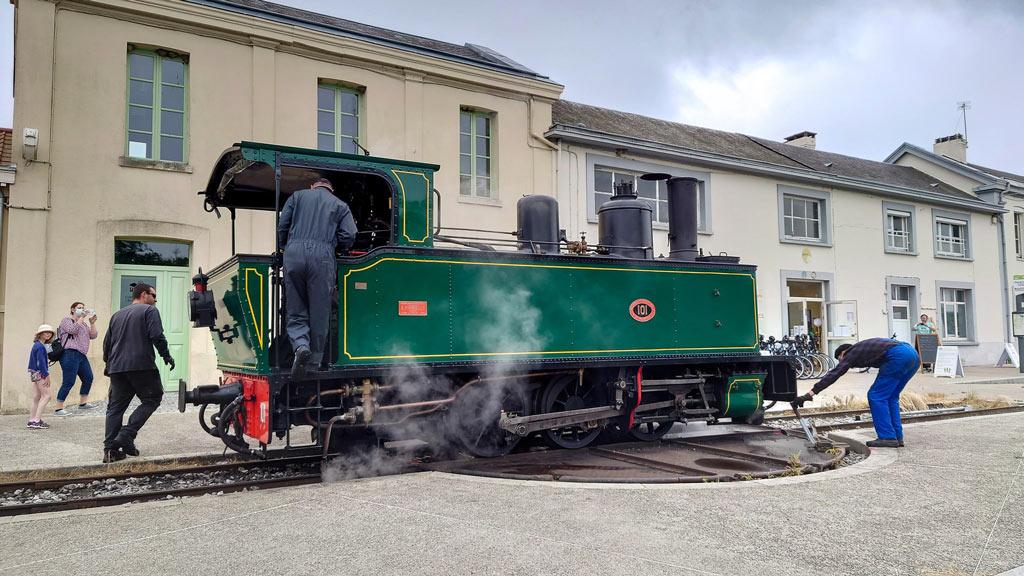 veloroute-vallee-somme-en-famille-locomotive-verte