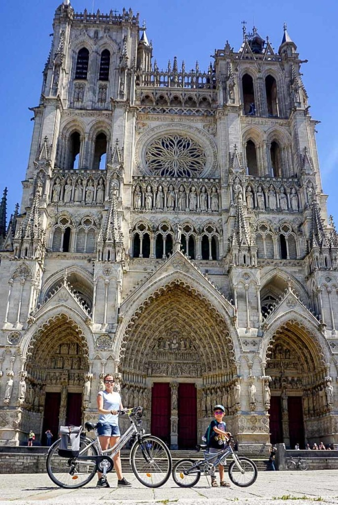 veloroute-vallee-somme-en-famille-cathedrale