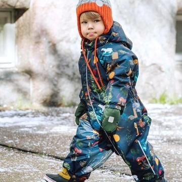 Vivement l'hiver !! ❄  👉 Cette combinaison Reima est un de nos gros coups de cœur cette saison, avec son imprimé nature 🍂🐻🦊 Mais elle n'est pas seulement jolie, elle est aussi super technique : ⚡imperméable ⚡coupe-vent ⚡bien chaude  Ecoconçue 🌿, elle a un zip qui descend bien sur la cuisse pour un enfilage facile ! C'est sûr les oursons seront bien au chaud, en ville ou à la montagne cet hiver 🥰  (Pour en savoir plus, retrouvez le lien vers cette combinaison en bio 👆👆👆)  #reima #winter #combinaison #ecoconception #reimakids #kids #baby #petitsbaroudeurs