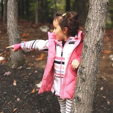 Qui n'a pas encore équipé ses oursons 🐻 avec une polaire ?? C'est LA BASE ! 👉 Elle se porte par temps frais à la mi-saison 🌥 comme l'hiver ❄  La Northern de chez Reima, arrivée dans un tout nouveau coloris Bubblegum Pink 😍, est en plus respirante et extensible, pour un max de confort !  Et comme toujours chez Reima, ce produit a un impact réduit sur l'environnement en plus d'être de très belle qualité : durable dans le temps, il pourra servir pour la petite sœur, la cousine ou la copine ! 😉  (Lien en bio 👆👆👆)  #reima #reimakids #northern #polaire #equipement #outdoor #montagne #kids #enfant #petitsbaroudeurs   📸 : @busylittleizzy