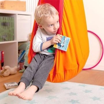 Offrez un cocon de douceur ✨ à votre enfant à Noël 🎄  Ce nid hamac Joki La Siesta, destiné aux kids de 3 à 9 ans, saura se faire une place dans la chambre de votre loulou : il pourra s'y réfugier pour lire, ou pour rêver 💫   Il s'installe aussi en extérieur, sous abri. Son système d'attache permet une installation rapide et facile sur tout support ! 🔨  Et en plus il est en coton bio tout doux 🌿  (Lien en bio 👆👆👆)  #lasiesta #kids #nidhamac #joki #kids #indoor #outdoor #petitsbaroudeurs