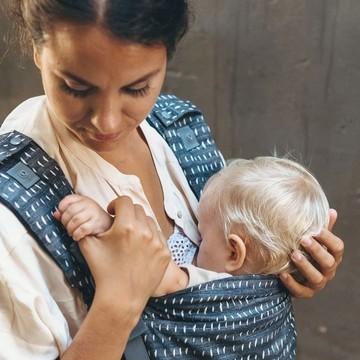 Le porte-bébé physiologique, on le dit, on le répète : c'est génial pour continuer à barouder même si on est jeunes parents ! 🥰  Mais ce n'est pas tout : c'est aussi votre allié pour l'allaitement, quel que soit l'âge de votre bébé ! 🤱 👉 Il permet de favoriser la proximité et donc les montées de lait quand il est nourrisson 👉 Il permet d'allaiter en continuant son activité quand il grandit  ⚡ On aime particulièrement le Boba X, un porte-bébé qui s'utilise de la naissance à 5 ans grâce à ses accessoires malins et à son assise réglable qui peut être réduite en largeur ↔ et son tablier ajustable en hauteur ↕  Vous aussi le porte-bébé vous à aidé durant votre allaitement ?   #boba #BobaX #portebebe #physiologique #ergonomique #bebe #bambin #toddler #allaitement #SMAM2021 #petitsbaroudeurs