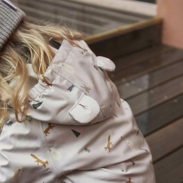 ALERTE 🚨 On a trouvé les ensembles de pluie les plus mignons de la planète pour vos loulous 😍  👉 Composés d'une salopette et d'une veste à capuche, les ensembles de pluie Liewood sont ultra techniques ET adorables avec leurs imprimés et leurs coloris nature !  💦 Entièrement étanches  ☔ Hautement imperméables  🌬 Respirants  🍃 Coupe-vent  ♻  En matière 100 % recyclée   Découvrez-les dans notre boutique !  #liewood #pluie #rain #recycle #kids #baby #waterrepellent #impermeable #automne #outdoor #petitsbaroudeurs
